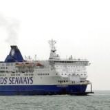 En DFDS-færge forlader havnen i Calais i Nordfrankrig med kurs mod Dover i England. DFDS har udsigt til et endeligt punktum i den langstrakte saga om retten til at besejle Den Engelske Kanal.