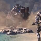 I det nye storspil »Titanfall« udspilles kampen mellem sværtbevæbnede titaner og elitepiloter. Spillet skal samtidig kæmpe for at få Microsofts Xbox One tilbage som bedst sælgende spillekonsol. Foto fra spillet