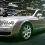 Carlos Slim Helu er verdens rigeste mand, ifølge Forbes. Han kører til arbejde i en Bentley Continental Flying Spur. Selv om det ikke er den mest ekstravagante bil, så sniger den amerikanske listepris sig op på 300.000 dollars.