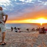 De norske turister har traditionelt holdt ferie ved de danske strande, som her ved solnedgangsspladsen ved Gammel Skagen, men søger nu også til andre områder i Danmark.
