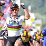 Peter Sagan (tv) havde sit Bora-hold fremme til at sætte tempo i forsøget på at komme af med nogle af de hurtigste sprintere i feltet, og arbejdet lønnede sig til sidst.
