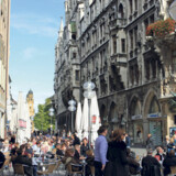 Franziskaner Bier er uløseligt knyttet til München. Bryggeriet blev grundlagt i byen helt tilbage i middelalderen i 1363. Ved den årlige oktoberfest, som samler 6 millioner øl- og festglade gæster fra hele verden, bliver der hældt oceaner af bl.a. Franziskaner-øl igennem svælgene. Uden for de godt to uger i september-oktober kan man besøge en af de utallige bier-garten.