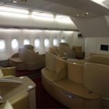 Flyver man First Class på Air France's A380 har man også plads til gæster på den lange flyvetur til Afrika.