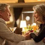 Michael Douglas (69 år) og Diane Keaton (68 år) spiller to meget forskellige mennesker, der modstræbende falder for hinanden.