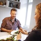 Danmarks bedste kantinekok 2013. Kristian Madsen, laver grønkålssalat med lækre sager i.
