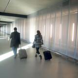 Udsigten til landende fly er det bedste ved den ny lavpristerminal.