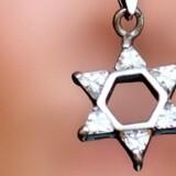 Gaza-konflikten har øget tilfældene af chikane mod jøder i Danmark. På en måned er der registreret næsten lige så mange overgreb mod jøder, som der normalt bliver på et år.