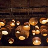 Scraplights-lamperne fås i hele 14 forskellige modeller og endnu flere størrelser. De er alle inspireret af naturen, og hver eneste lampe er unik på grund af pappets forskellighed.