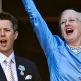Den kongelige familie på balkonen på Amalienborg fredag den 16. april ved fejringen af dronning Margrethes 70 års fødselsdag.