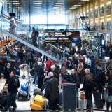 Københavns Lufthavn mandag den 1. februar 2010. Flypassagerer i Københavns Lufthavn i Kastrup kan ånde lettet op - strejken er afblæst. Omkring 500 medarbejdere i lufthavnen nedlagde arbejdet mandag formiddag i protest mod udliciteringer, men valgte altså at afblæse strejken efter omkring halvanden times faglige møder.