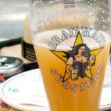 Berlin indeholder et utal af hyggelige cafeer og berliner-kneiper samt flere end 100 ølhaver - de såkaldte Biergärtens. Man kommer altså ikke til at tørste.