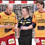 Torsten Laen (GOG - 2) og Lars Hald (GOG - 18) ikke helt tilfredse. Herrehåndbold KIF Kolding København - GOG Håndbold 17 februar 2018 Sydbank Arena Kolding