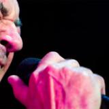 Forsangeren fra Deep Purple - Ian Gillan - midt i tonerne til et af Deep Purples utallige hits. Bandet giver koncert i Prag d. 26. oktober.