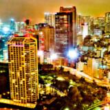 Tokyo skyline er et imponerende virvar af lys og liv om aftenen.