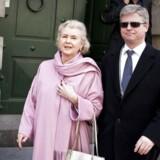 Her ses Erik og Tineke Færch på vej ud af Københavns byret.