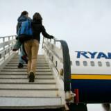 Lavprisselskabet Ryanair pålægger sine passagerer et ekstra gebyr, hvis ikke toldfri-posen kan være i håndbagagen, og det går ud over lufthavnene mener ACI.