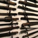 Flere private har indrettet museer, hvor man kan se de gamle våben.