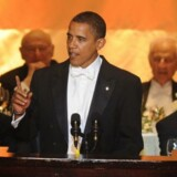 Mange store events, middage og arrangementer bliver afholdt på Waldorf-Astoria, og udover de kendte, der bor på hotellet, er der en strøm af skuespillere, sangere - og altså politikere. Her Obama ved den årlige Al Smith Dinner i oktober 2008.