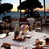 Restauranten La Palme d'Or ligger i det legendariske Hotel Martinez direkte ud til Middelhavet på den franske riviera.