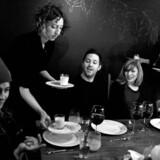 "Hjemlig hygge og interessant selskab er blandt nøgleordene i den hotte ""hjemmerestaurant""-trend i New York."