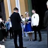 Som resultat af finanskrisen er der også færre, som bliver gift. På billedet ses Københavns overborgmester Frank Jensen, som dog viede hele 20 par på én gang i starten af maj.