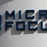 En nedjustering og et direktørexit har mandag slået benene væk under den britiske softwarevirksomhed Micro Focus International.