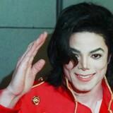 Det er nu fire år siden, at 'The King of Pop' døde den 25. juni 2009. Michael Jackson blev blot 50 år gammel. På trods af, at Michael Jackson døde for knap fire år siden, er der kommet nye chokerende detaljer frem om hans pædofile tendenser.  Kendis-koreografen Wade Robson, som har arbejdet med berømtheder, som Britney Spears og Usher, afslørede for nylig på det amerikanske 'The Today Show', hvordan han blev misbrugt gennem syv år af sin voksne ven.  Han lærte Michael Jackson at kende, da han var fem år og begyndte at sove på Neverland Ranch, fra han var syv til 14, hvor overgrebene angiveligt sted. Se et glimt af Michael Jacksons liv i billeder her.