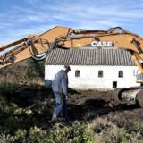 Hjørring Kommune er allerede i gang med at fjerne usælgelige ejendomme. Her går det ud over en landejendom i landsbyen Tranget sydøst for Hjørring.