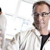 Novo Nordisks koncerndirektør for forskning med ansvar for forskning Mads Krogsgaard Thomsen, opfordrer til at investere i flere undervisere per studerende, men også i en styrkelse af grundforskningen, som vil være med til at styrke uddannelsen af ph.d.'erne.