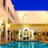 Raj Palace i Jaipur, Indien: Hotellet har 29 værelser samt suiter med i alt 38 værelser. Den nuværende største suite er i fire etager med privat indgang, lounge, spisestue, dagligstue og møbler dekoreret med guld og elfenben.