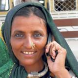 Selv om der stadig er et hav af mennesker på gaderne – og mange af dem er fattige – så har Indien forandret sig meget fra det land, som mange danske rygsæksrejsende tog til i 1970'erne, '80erne og 90'erne (først og fremmest fordi det var billigt.) Den moderne livsstil er nået til Indien, der stormer frem på verdensscenen.