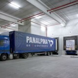 DSV-konkurrenten Panalpina præsterer et bedre resultat fra driften i første kvartal 2015 på trods af valutamodgang, efter Schweiz valgte at droppe fastkurspolitikken.