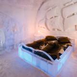 Canadas Hôtel de Glace (på billedet) er lavet af 500 ton is og 15.000 ton sne. Hotellet reklamerer med, at det er det eneste ishotel i Amerika.