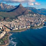 Luftfoto af listens nr. 10, Cape Town, med byens berømte bjerg Lions Head i baggrunden.