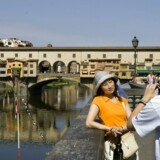 Ponte Vecchio broen over Arno-floden er den mest berømte og fotograferede bro i Firenze i Toscana.
