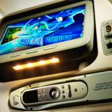 Singapore Airlines in-flight entertainment, som det ser ud på økonomiklasse i deres B777-300ER. Fra København flyver selskabet med en ældre udgave B777-200ER, og derfor vil udstyret se lidt anderledes ud.
