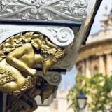 Magdalen College fra 1458 er et af Oxfords smukkeste kollegier. For et beskedent beløb kan man få adgang til til gården, haven og andre dele af det store kollegie, hvor blandt andre Oscar Wilde studerede.