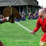 Vikingeborgen Trelleborg ved Slagelse bliver indvaderet af flere hundrede vikinger til vikingemarked.