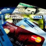 Fra 1. juli stiger gebyrprisen på at bruge danske og udenlandske kreditkort i danske butikker.