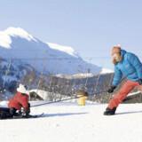 De mindste kan blive fortrolige med sneen på børnebakken.