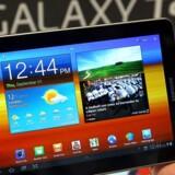 Nogle af de populæreste julegaver indenfor elektronik kommer til at være smartphones og tavle-pcer.