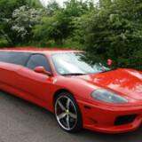 Du får ikke minibar eller mulighed for at stikke hovedet op af soltaget, men Ferrari Limousinen har til gengæld en topfart på næsten 270 km/t. Selvfølgelig udstyret med racersele.