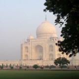 Taj Mahal kan få enhver til at stoppe med at trække vejret midlertidigt. Som den tidligere amerikanske præsident Bill Clinton sagde, da han besøgte Taj Mahal i 2000: »Der findes to slags mennesker i verden. Dem, der har besøgt Taj Mahal og elsker det, og dem, der ikke har set Taj Mahal og elsker det.«