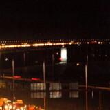 Aftenudsigt over en trafikeret Øresundsbro. Sundet mellem Sverige og Danmark er en vigtig færdselsåre på flere måder.