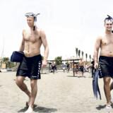 AG København-spillerne Olafur Stefansson og Arnor Atlason har skiftet håndboldskoene ud med svømmefødder på klubbens træningslejr på sportsferieresortet Playitas på Fuerteventura. Foto: Liselotte Sabroe