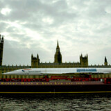 Sidste gang en Concorde befandt sig på Themsen, var på vej til et museum i Skotland i 2004 (se billedet). Noget tyder på at Concorden nu får en fast plads på floden.
