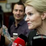 Statsminister Helle Thorning-Schmidt erklærer, at Danmark ikke er klar til at gå uden om FN i forhold til et eventuelt indgreb i Syrien.