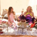 """I """"Sex and the City 2"""" rejser Carrie og co. til Abu Dhabi, men lægger ikke den glamourøse livsstil fra sig."""
