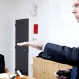 Jesper Ovesen (siddende) har sammen med topchef Henrik Poulsen (stående) bestyret Danmarks største teleselskab, TDCs finanser med kyndig hånd. Nu får han international topstilling. Arkivfoto: Mads Nissen