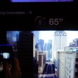 Toshiba har længe eksperimenteret med TV-skærme i 3D uden briller og viste på forbrugerelektronikmessen CES i Las Vegas i januar 2011 dette 65-tommerfjernsyn, som dog kun er en prototype. Arkivfoto: Ethan Miller, AFP/Scanpix